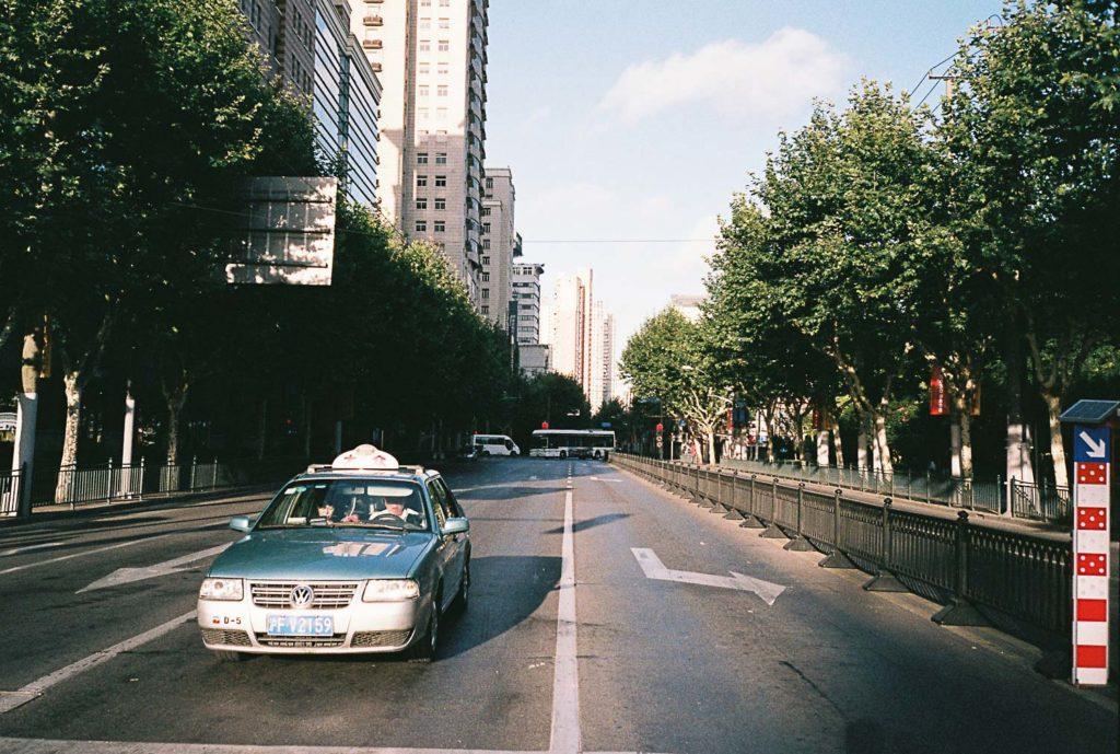 Cidade de Xangai com taxista esperando