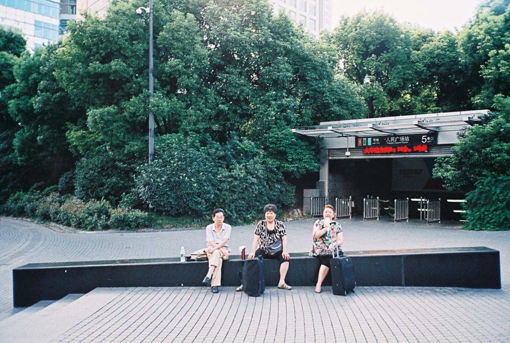 Mulheres na praça do povo em Xangai
