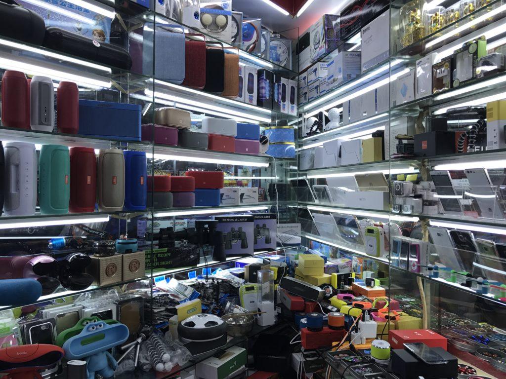 Passos para encontrar fornecedores atacadistas na China Diversos acessórios e utensílios a venda em loja na China
