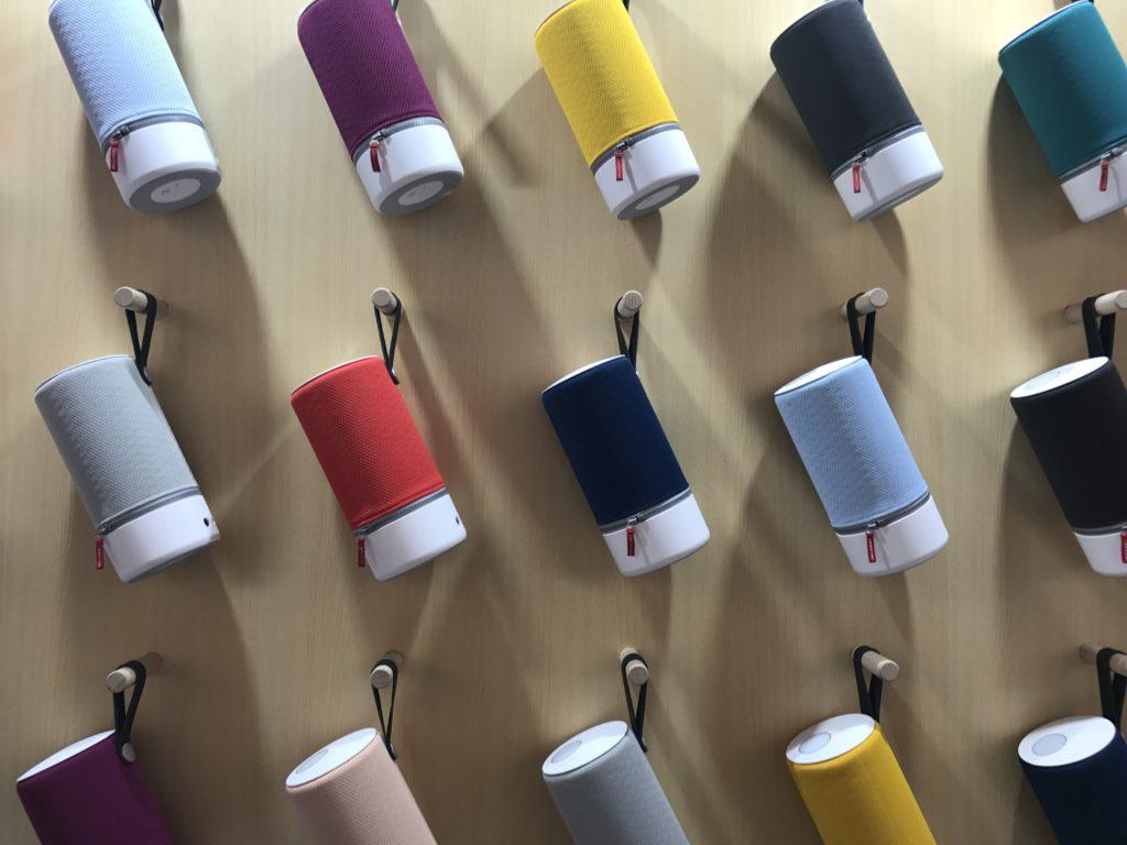 Lista de fornecedores da marca Columbia na China Recipientes coloridos em exposição na China