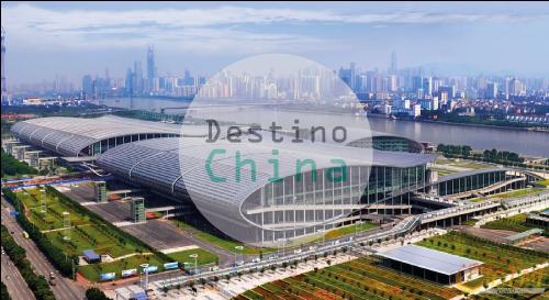 Como encontrar fornecedores na Feira de Cantão? panorama de prédios na China com logo da Destino China